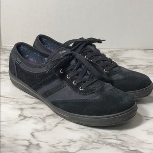 Black KEDS walking low athletic shoe W10